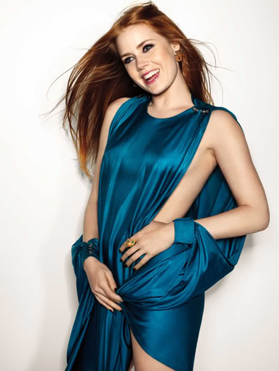 amy adams sexy body in blue pose